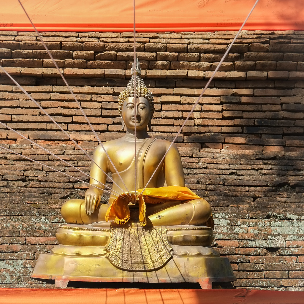 Buddhist Statue at Wat Lok Molee