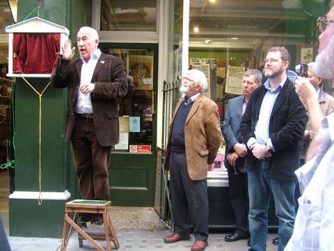 Simon Callow unveiling Mozart plaque in Cecil Court, London
