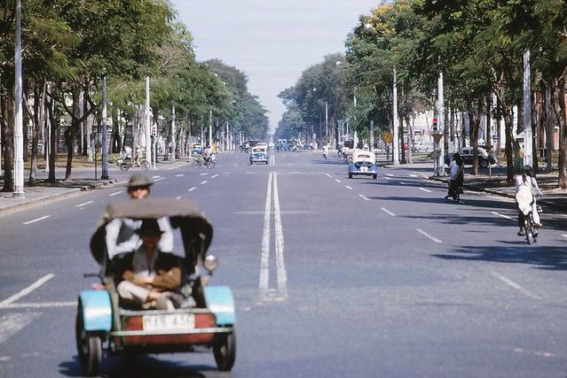 Saigon 1964 - Đại lộ Thống Nhất - Photo by Iparkes