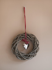 christmas decoration(0.0), thread(0.0), rope(0.0), pink(0.0), twig(0.0), knot(1.0), circle(1.0),