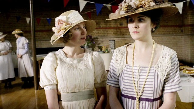DowntonAbbeyS01E05_RoseContest_EdithMary_creamstripeddresses