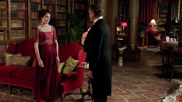 DowntonAbbeyS02E09_Coraredgoldcenterlong