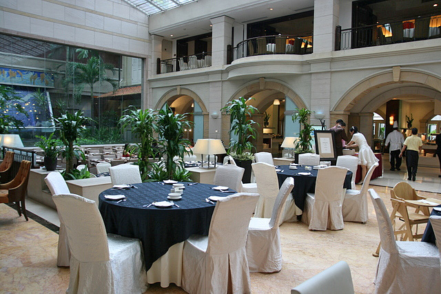 Dining options at the Grand Park City Hall include buffets, Chinese and a bar