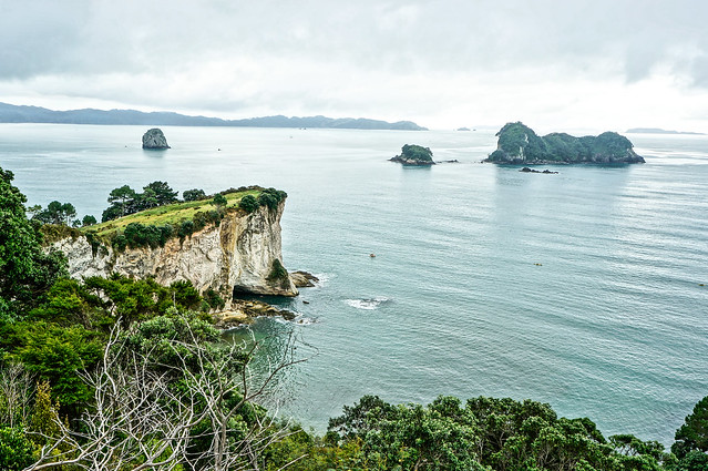 new zealand :: cathedral cove