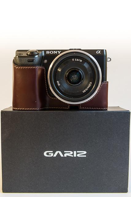 7167127082 c95c8546b2 z Funda de cuero para la Sony NEX 7. Gariz