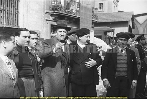 Barcelona, daños de los bombardeos del 29 de mayo de 1937, Carles Pi Suñer visita víctimas bombardeo by Octavi Centelles