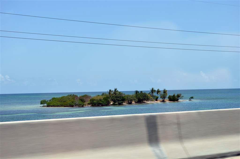 A ambos lados de la carretera se ven vírgenes y paradisíacas islas de ensueño. florida keys, carretera al paraíso (mejor con un mustang) - 7214478440 7ba34a2a9e o - Florida Keys, carretera al paraíso (mejor con un Mustang)