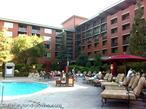 Alberca en el Grand Californian Hotel