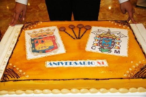 Tarta aniversario con los escudos de Málaga y Melilla
