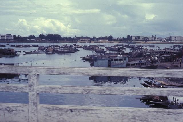 Hue 1966 - Junks at Hue - cầu Đông Ba