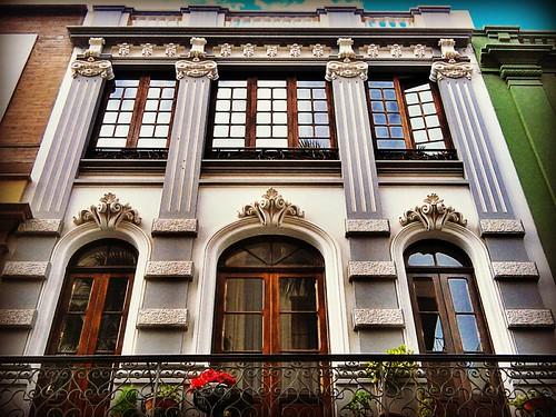 Balcón y ventanales