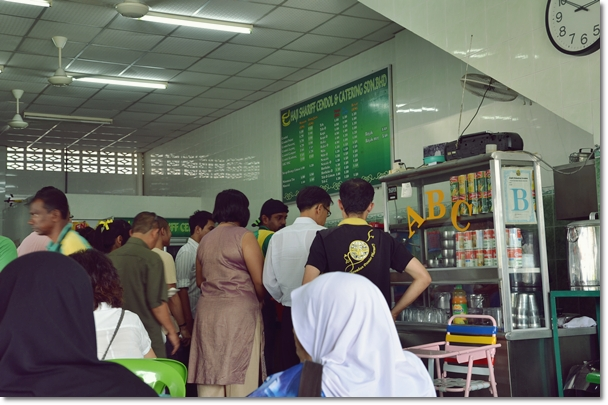 Self Service Crowd @ Haji Shariff Cendol