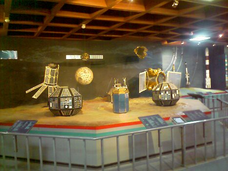 Models-of-satellites-in-visvesvaraya-technological-museum-bangalore-india