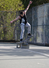 aggressive inline skating(0.0), longboarding(0.0), longboard(0.0), skateboarding--equipment and supplies(1.0), boardsport(1.0), skateboarding(1.0), sports(1.0), recreation(1.0), skateboard(1.0), outdoor recreation(1.0), extreme sport(1.0), skateboarder(1.0),