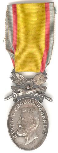 """Medalia """"Bărbăţie şi Credinţă"""" cu spade"""