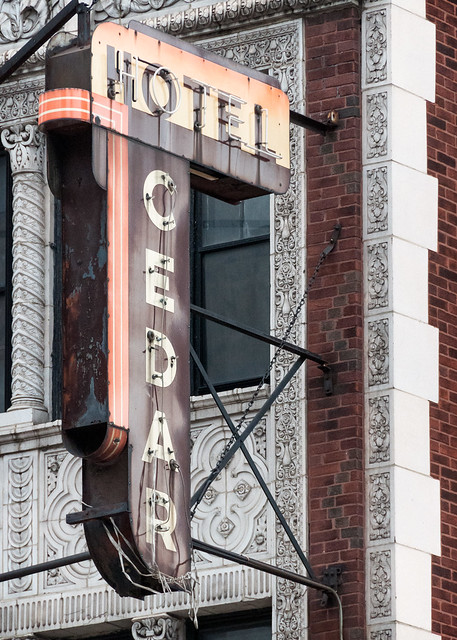 Cedar Hotel (1924), neon sign #2, 1112 N State St, Near North Side, Chicago, IL, USA