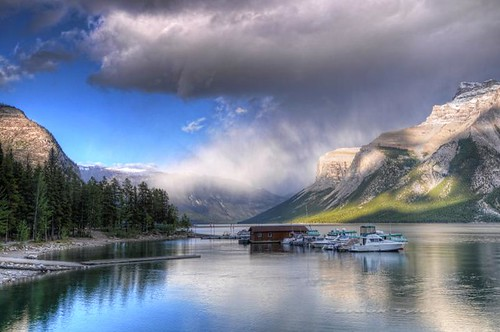 sunlight mountain lake rain rockies shower evening banff banffnationalpark lakeminnewanka