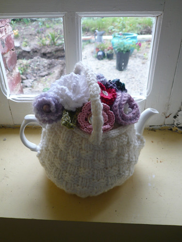 Flower basket teacosy1