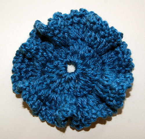 Ruffled crochet flower - free pattern by mysticmeems
