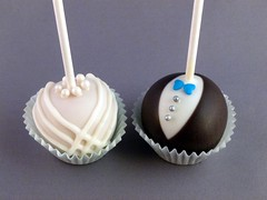 Use these coupled cake pops instead of a wedding cake, or how about as wedding favors.