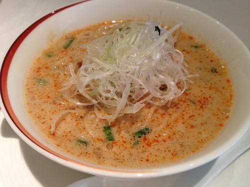取り分けていただいた坦々麺@中国料理 龍天門