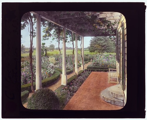"[""The Appletrees,"" Henry Eugene Coe house, Southampton, New York. (LOC)"
