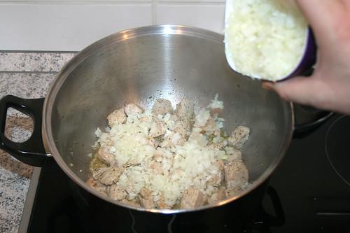 18 - Zwiebel hinzu geben / Add onions