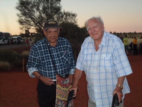 SAM 7542 - Old men seeing Uluru