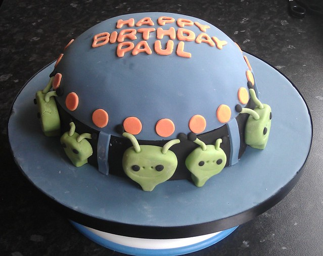 Alien Spaceship Cake http://www.flickr.com/photos/80659824@N02/7395875948/