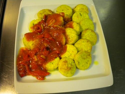 Relleno con sofrito de tomate y pimiento del piquillo 95