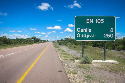 The road to Ondjiva