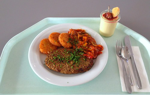 Rinderhacksteak mit Ratatouille & Röstinchen / Beef salisbury steak with ratatouille &  potato thalers