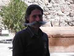 Armenia. Monasterio de Khor Virap. El bigotón típico de un armenio