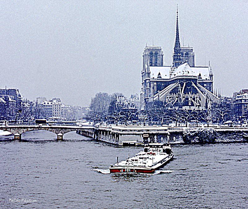 Paris et Notre-Dame après les chutes de neige du 19 mars 1975 météopassion