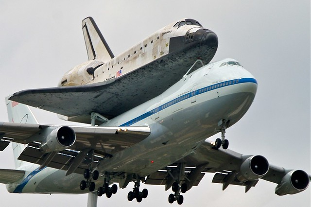 Shuttle Discovery arrival at Dulles