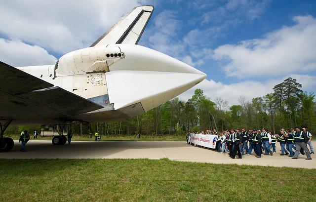Shuttle Discovery Arrives at Udvar-Hazy (201204190025HQ)
