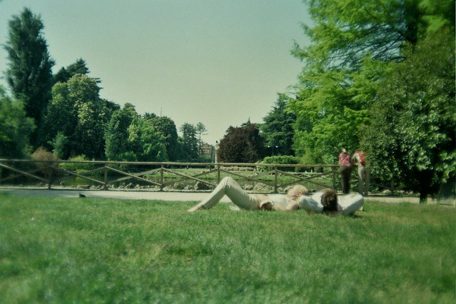 milan, italy, trip, travel, fun, city, streets, emotions, feelings, short stay, 35mm film, Fujifilm 400, chilling in grass, green, people , public park