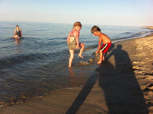 jugar a la playa
