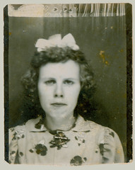 Photobooth woman with bow