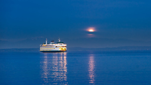 seattle blue water ferry sunrise fullmoon bluehour elliottbay moonset downtownmist