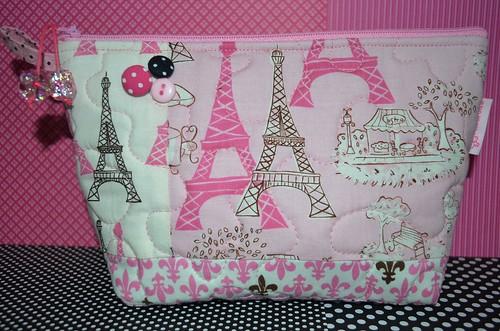 Essa eu fiz de presente para a debutante em tamanho especial e outra composição de tecidos com a Torre Eiffel by Maria Sica