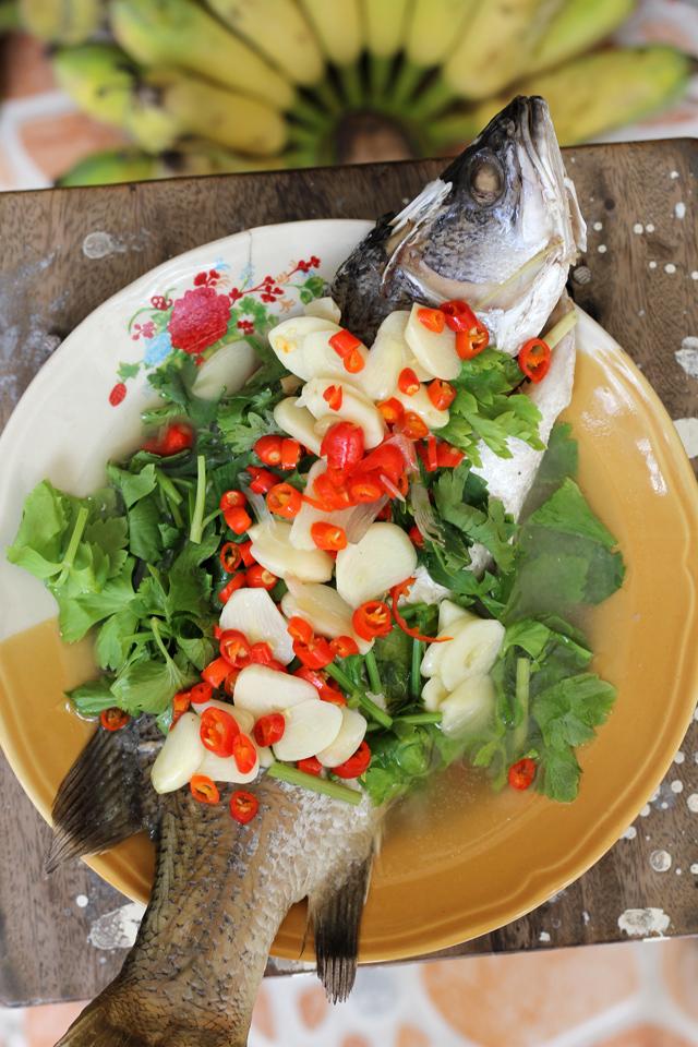 Pla Kapung Neung Manao (Steamed Lime Fish) ปลากะพงนึ่งมะนาว