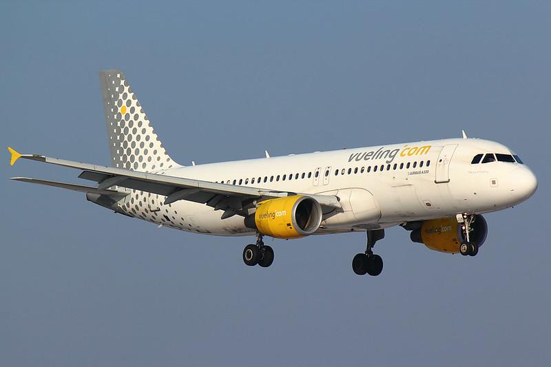 Vueling - A320 - EC-JGM (1)