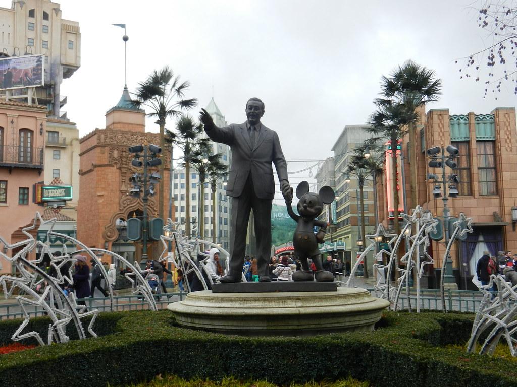 Un séjour pour la Noël à Disneyland et au Royaume d'Arendelle.... - Page 7 13914095793_2ebf37ba89_b