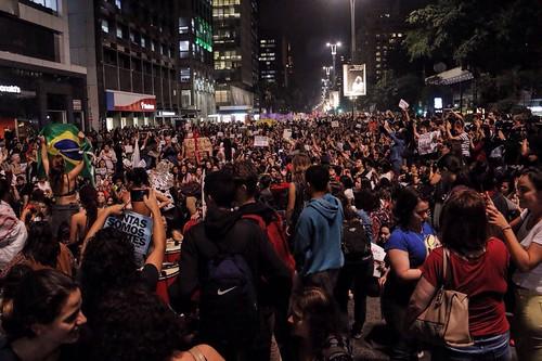 Atos do MTST e contra a #culturadoestupro se unem na altura do Masp, na Avenida Paulista, em São Paulo (SP)