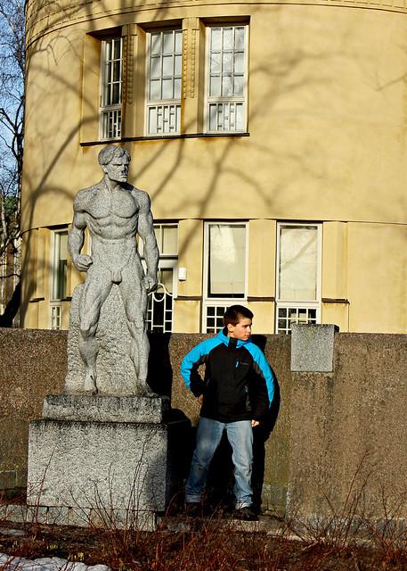 joey statue