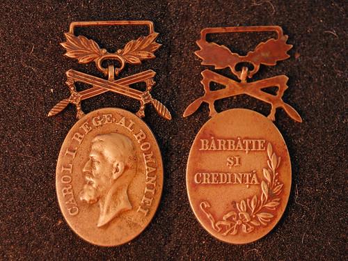 """Medalia """"Bărbăţie şi Credinţă"""""""