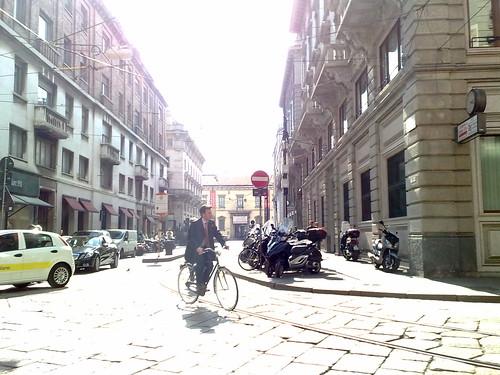 Sulla bici in via Cantù by durishti