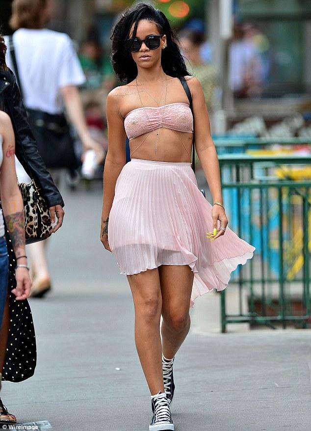 Rihanna-see-thru-Bra (2)