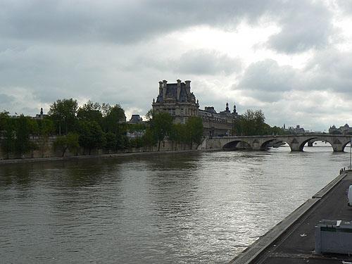 Seine Louvre.jpg